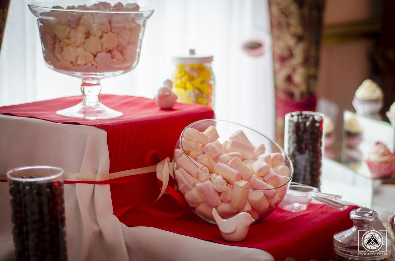 jak urządzić słodki stól na weselu