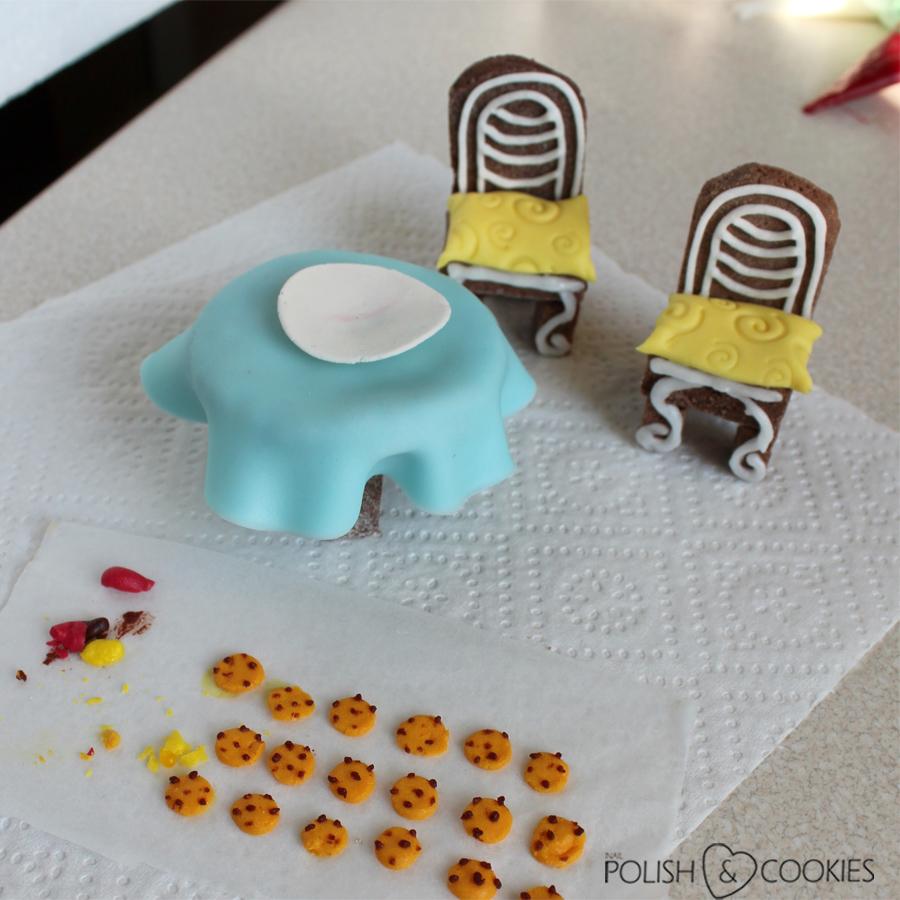 krzesła i stół z piernika pierniczki ciasteczka mini