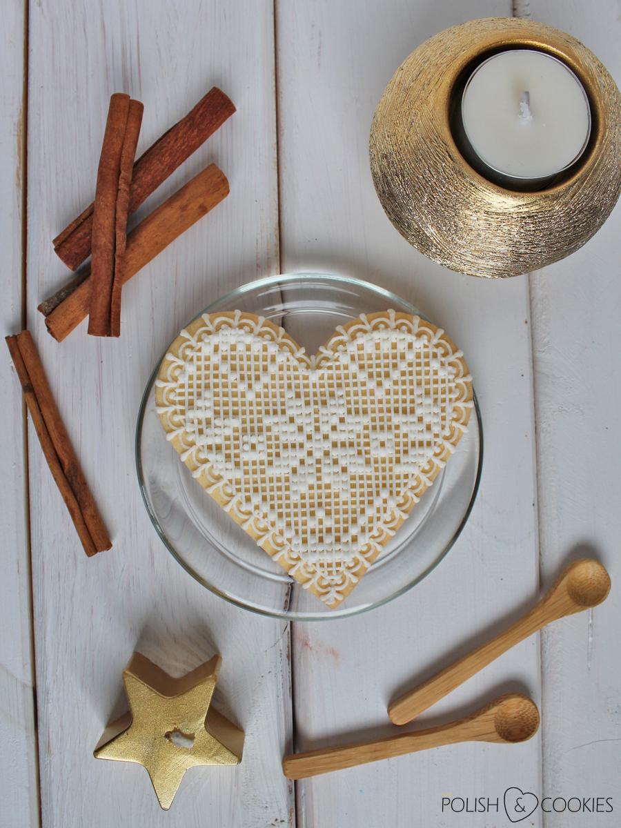 ciasteczka koronkowe serduszka ludowe z lukrem