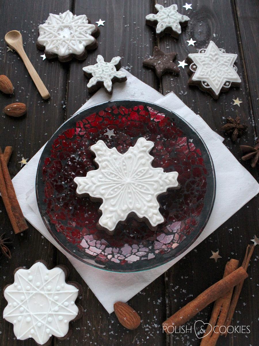 ciasteczka świąteczne pierniczki śnieżynki gwiazdki lukrowane