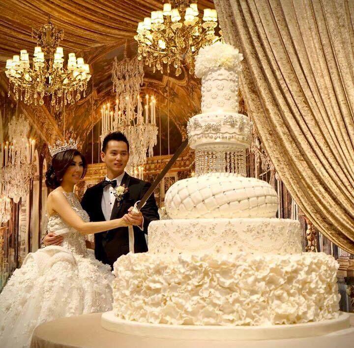 olbrzymi wielki tort ślubny biały glamour