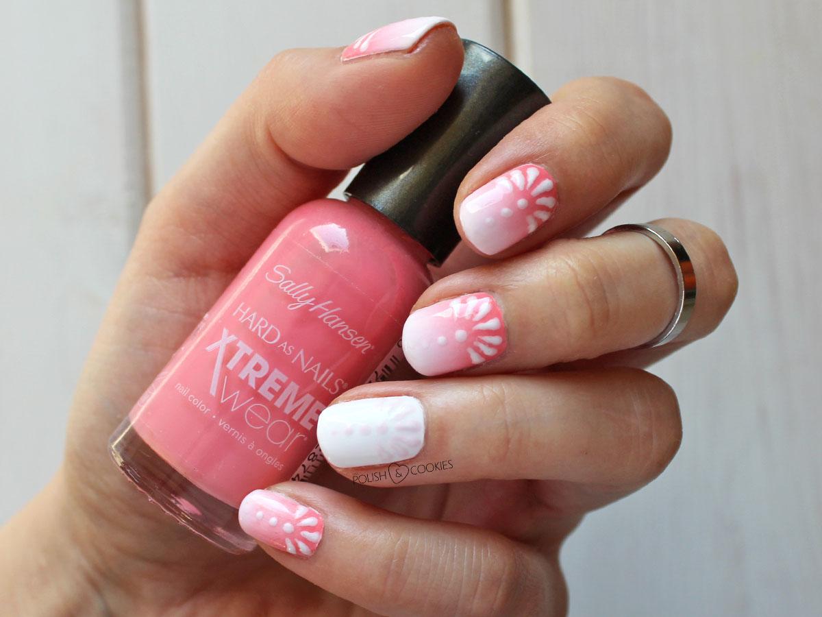 paznokcie ombre z delikatnym wzorkiem malowane