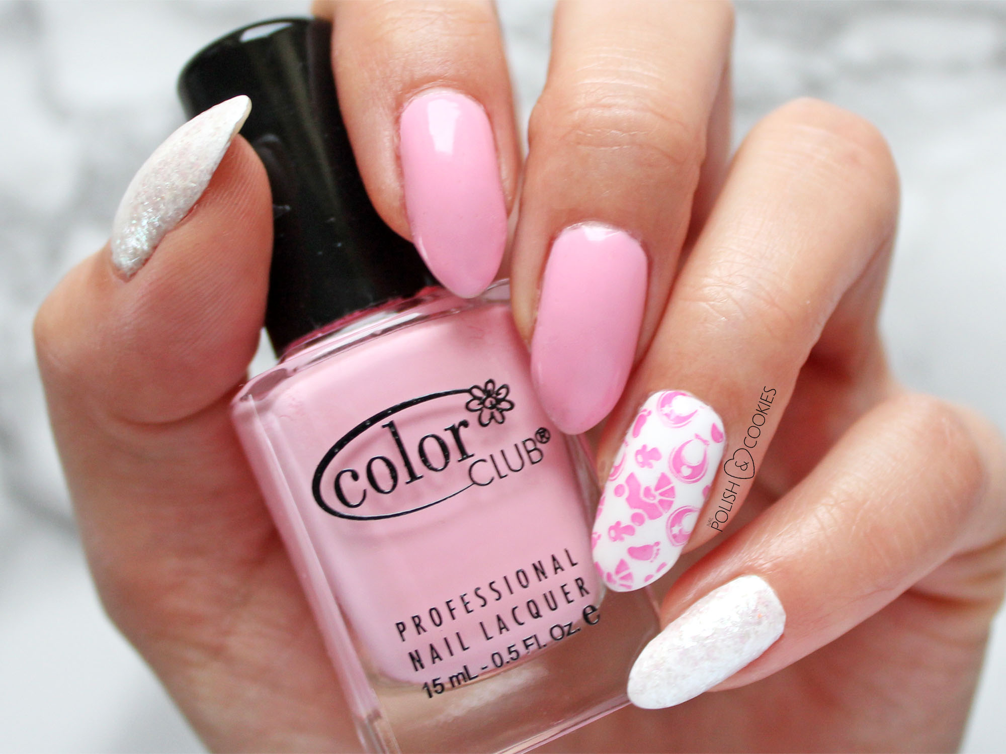 rozowe paznokcie