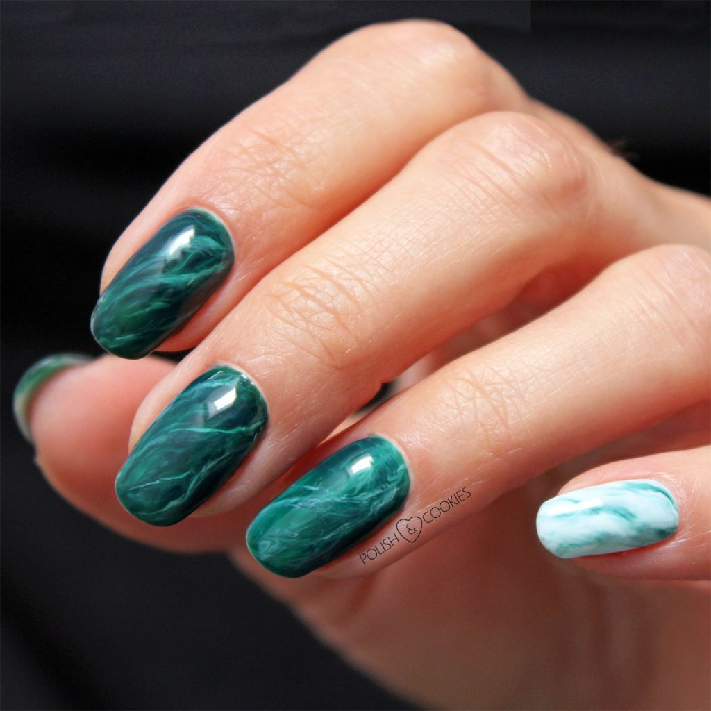 paznokcie zielone marmurki