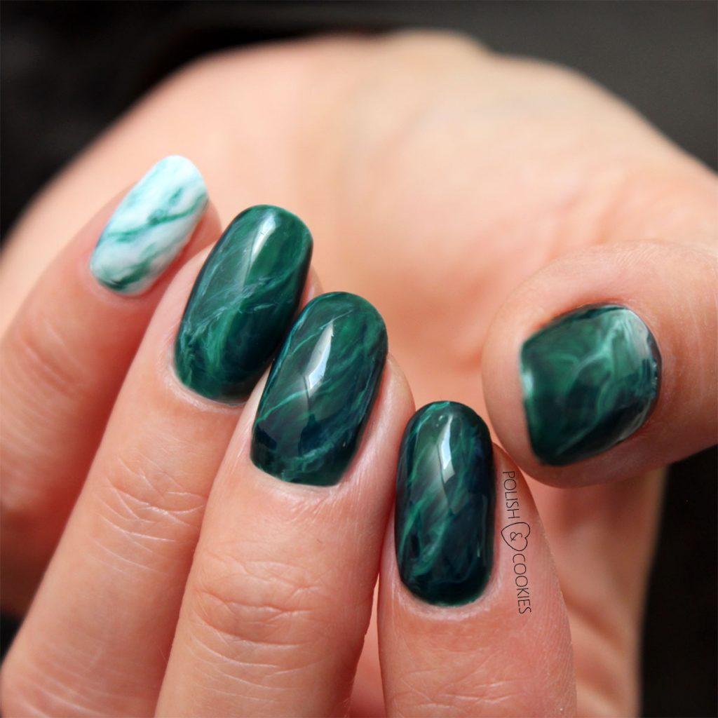 paznokcie zielony marmur